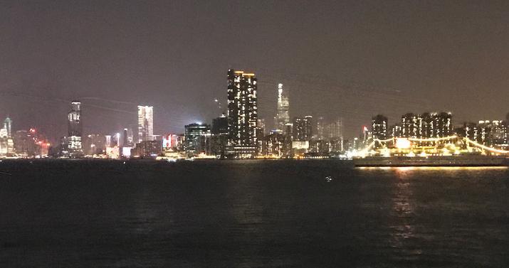 カイタッククルーズターミナルからの香港夜景