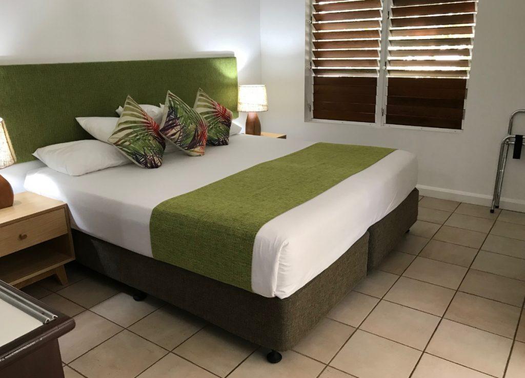パームコーブホテルベッドルーム1