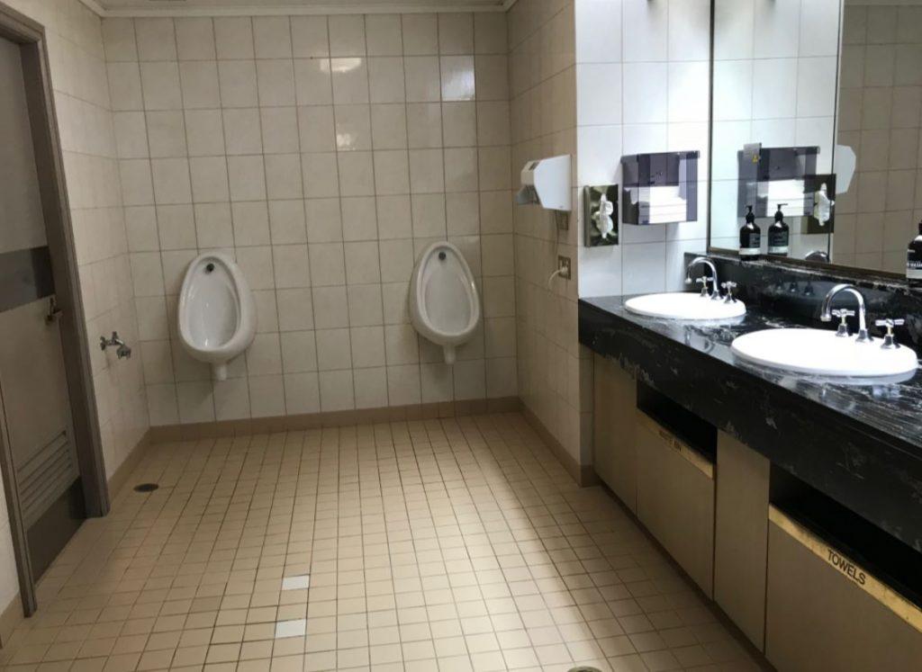 ケアンズ空港ラウンジトイレ