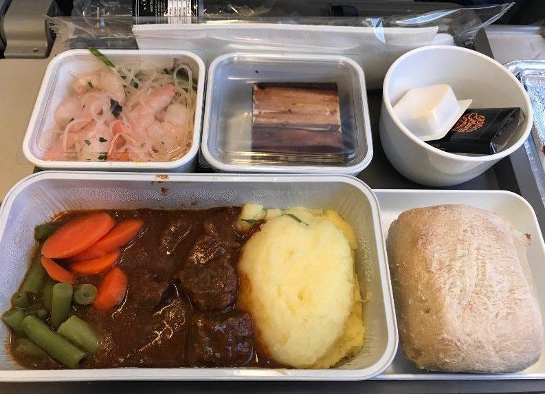 キャセイパシフィック食事ケアンズ香港路線