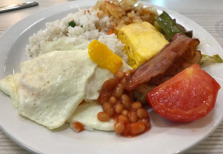 客船クルーの朝ご飯