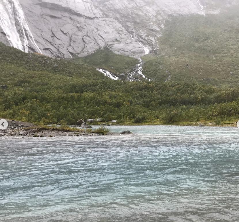 ブリクスダール氷河の河