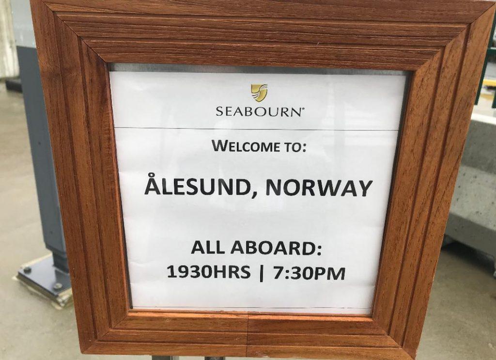 ノルウェーオーレスンに寄港