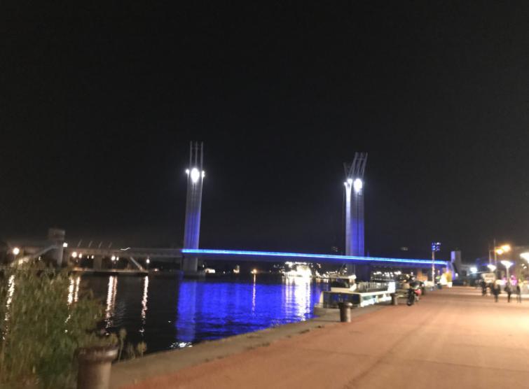 フランス・ルーアンの夜の街セーヌ川沿い