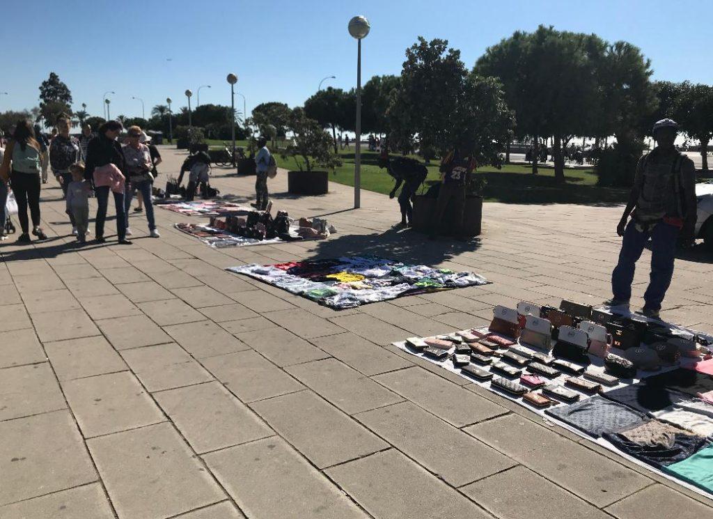 スペインマヨルカ島のパルマでシャネルを売る人