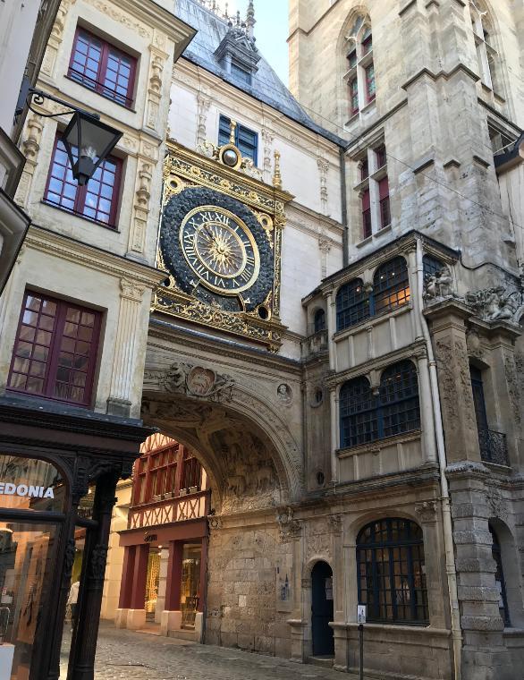 装飾が豪華なルネサンス様式の時計