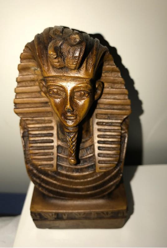 エジプシャンが持ってきた置物