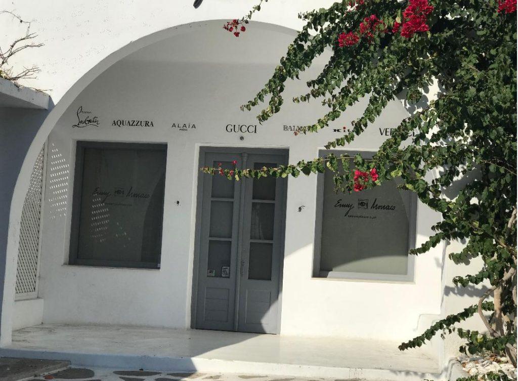 ミコノス島のミコノスタウンにあるグッチ