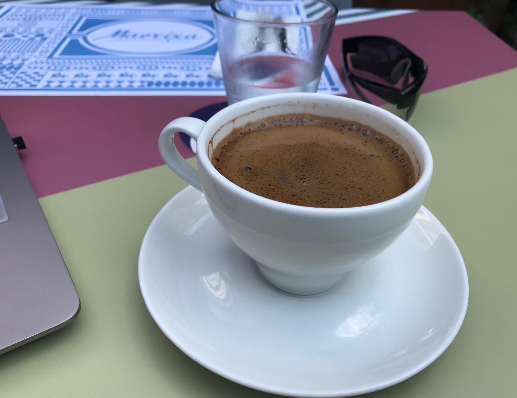 ロドス島中世都市のカフェ