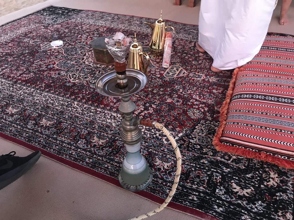 ドバイ砂漠ツアーでのシーシャ・水たばこ
