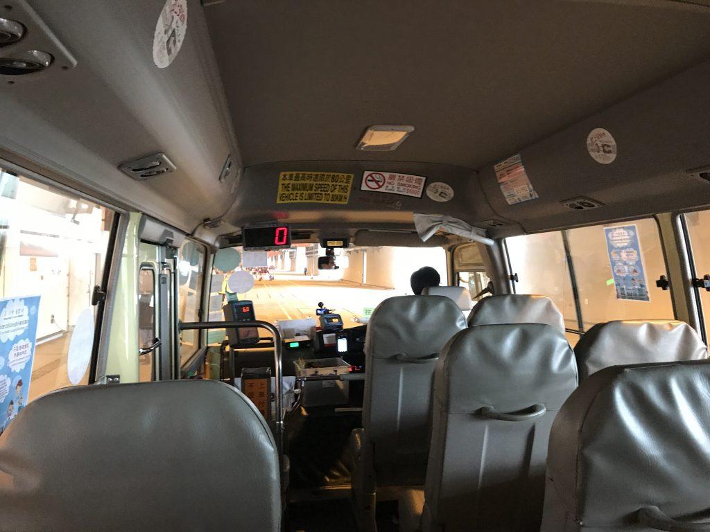 香港カイタッククルーズターミナルのミニバス