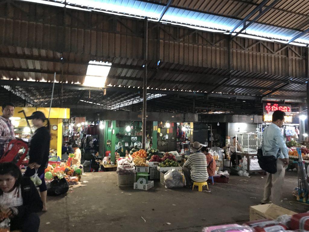 シアヌークビルのプサールマーケット