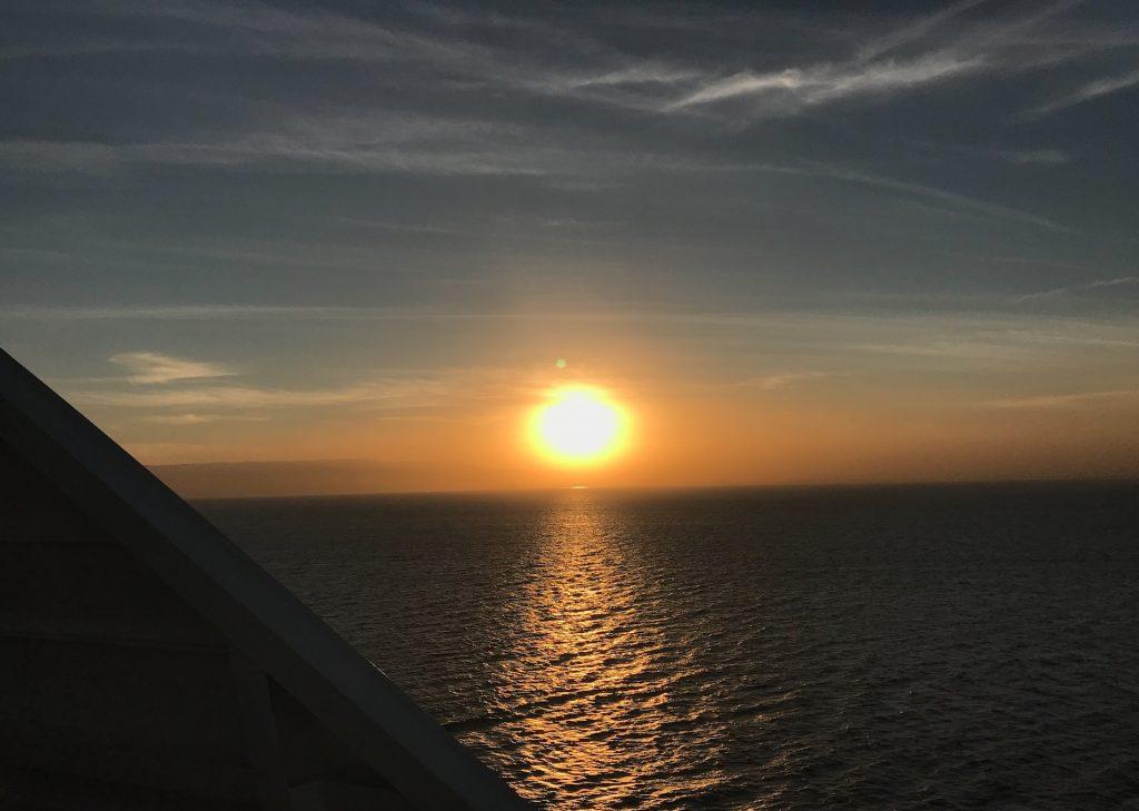 船から見える夕日が超綺麗