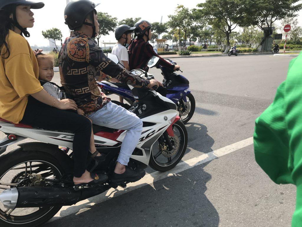 ベトナムでグラブバイクからの風景