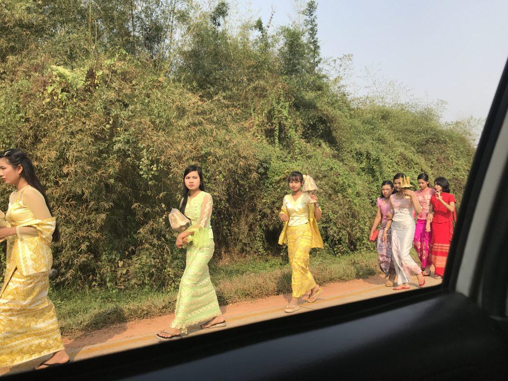 ミャンマーヤンゴンの出家セレモニー