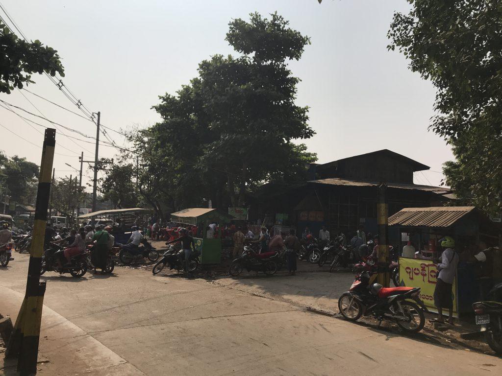 ヤンゴンのローカルフードがあるレストラン