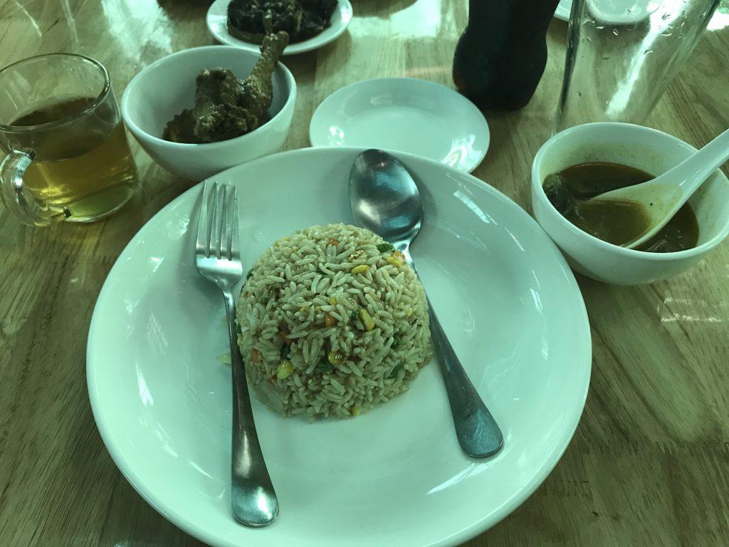 ミャンマーヤンゴンのレストラン