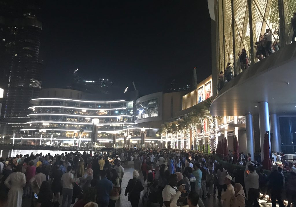 ドバイの世界最大噴水ショー