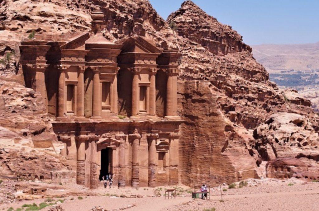 ヨルダンペトラ遺跡のエドディル修道院