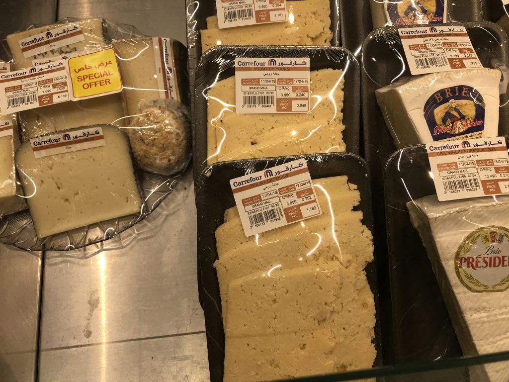 オマーンのスーパで売っているチーズ