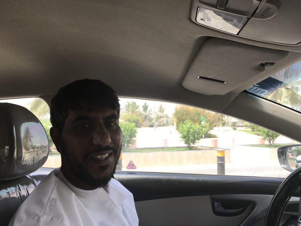 オマーン・サラーラのオマーン人タクシー運転手