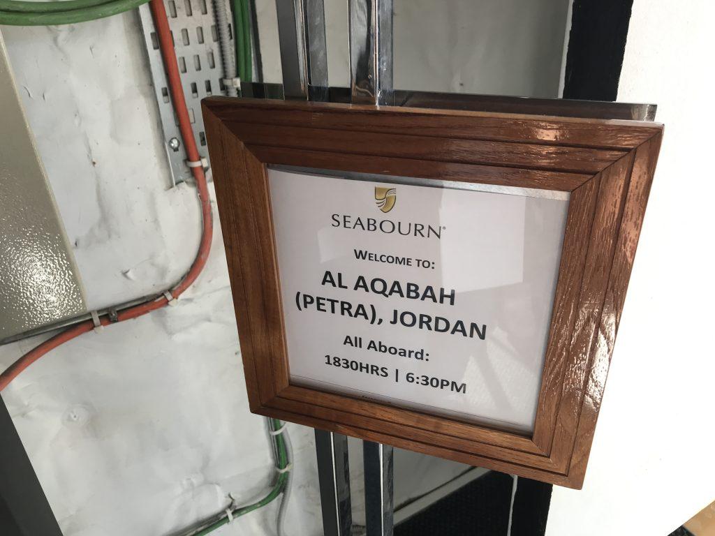 ヨルダンのアカバに寄港