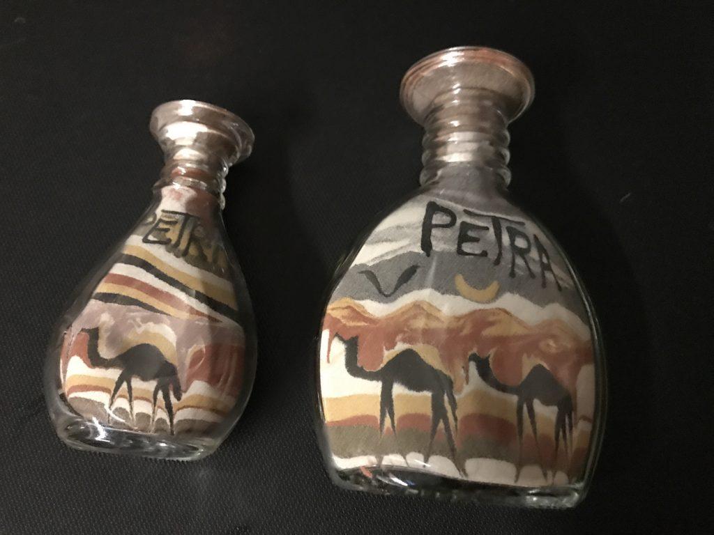 ペトラ遺跡のサンドボトル