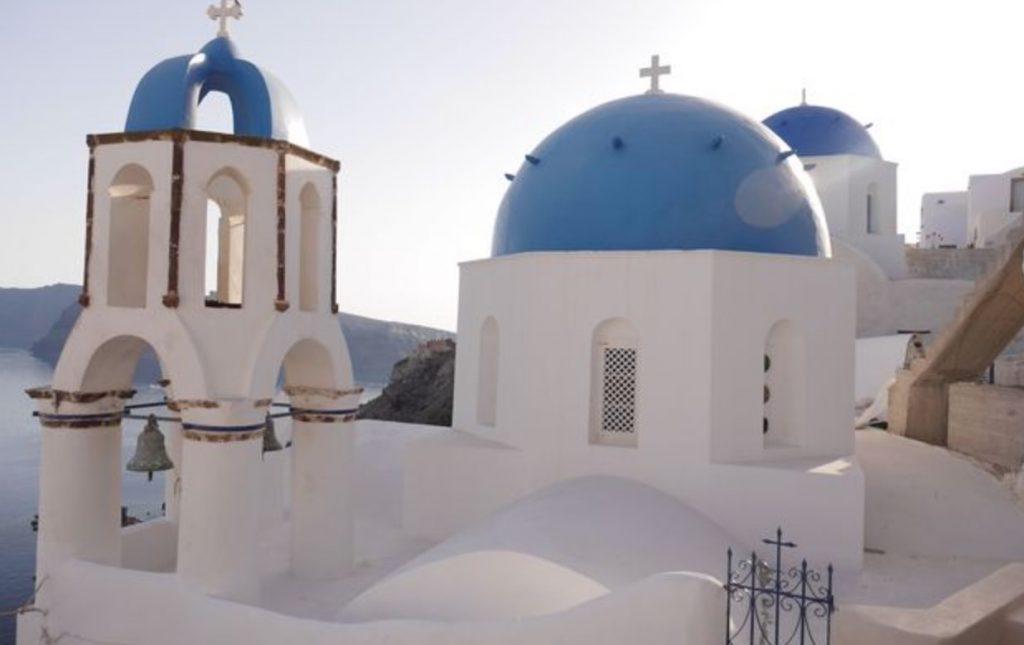 サントリーニ島のイアにある有名な教会