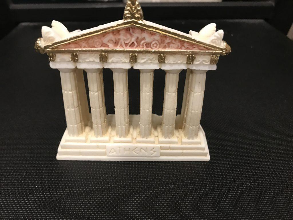 彩色されていたエレクティオン神殿?