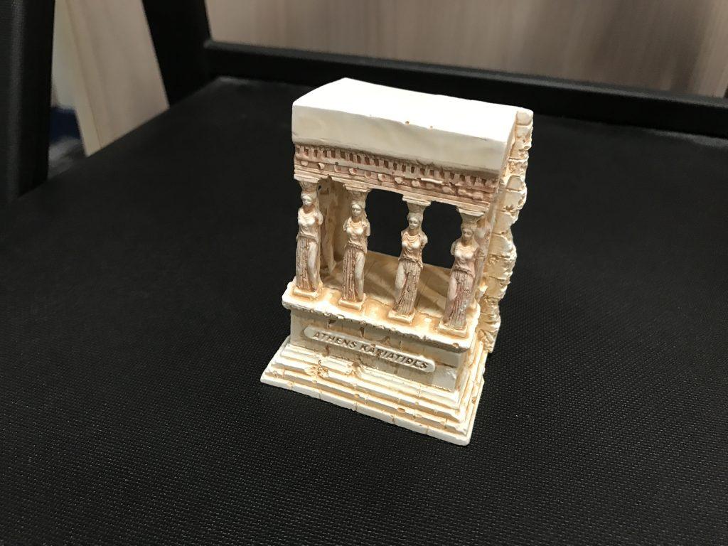 アテネのお土産カリアティードの置物