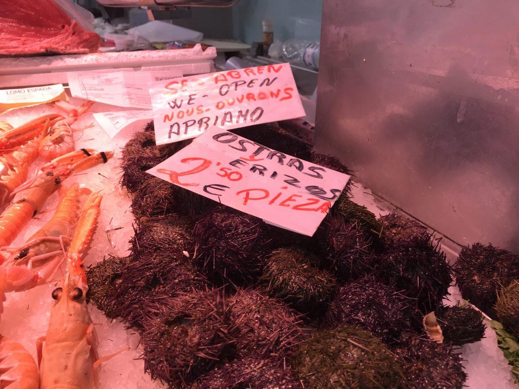 バレンシア中央市場の魚屋さん
