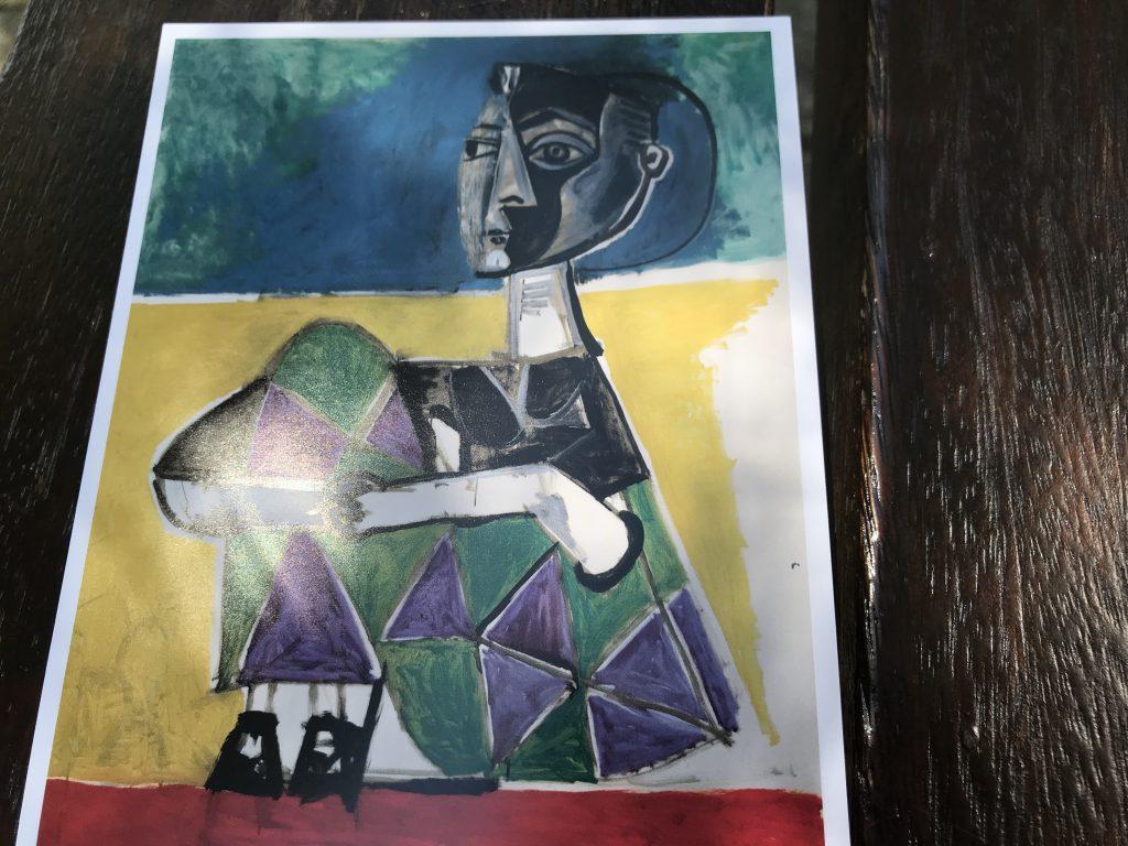 ピカソの芸術作品 膝を抱える女