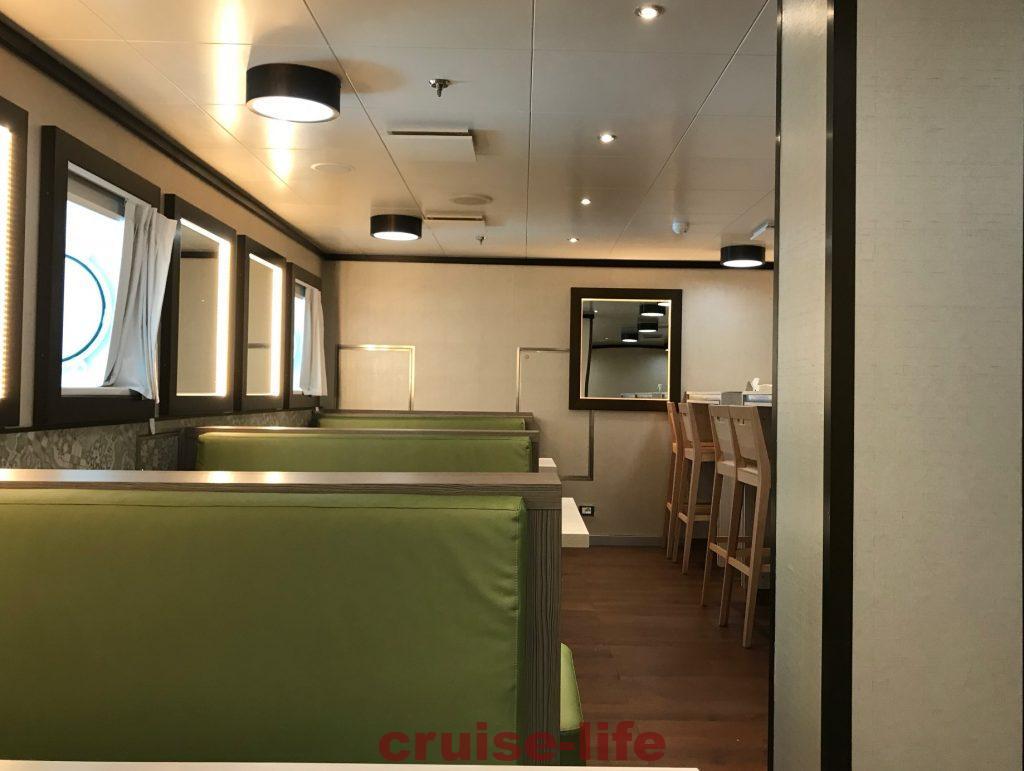 豪華客船のクルーが食事するクルーメス