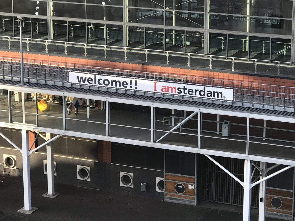 船上から見たアムステルダムの港