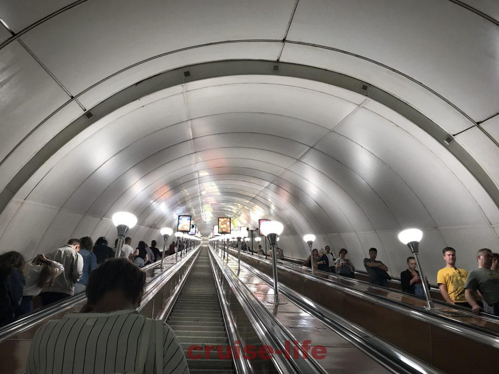 ロシアの地下鉄エスカレーターが超絶長い