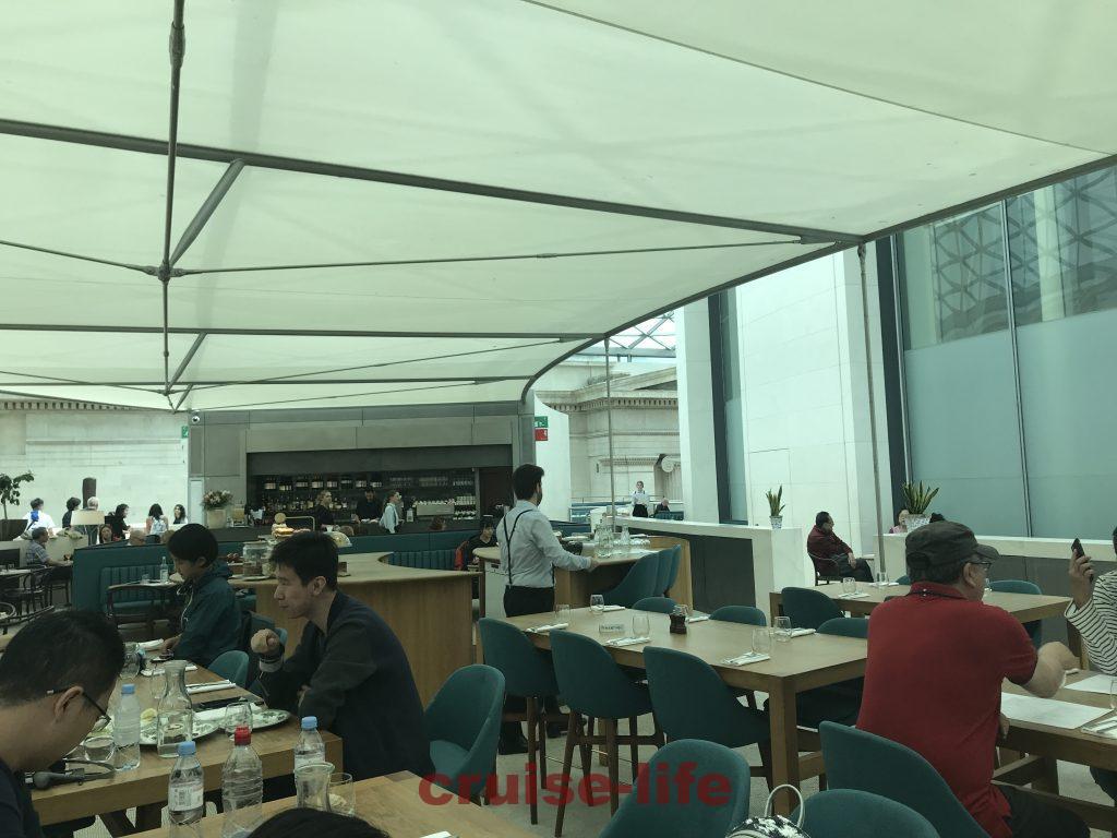 大英博物館のグレートコートレストラン