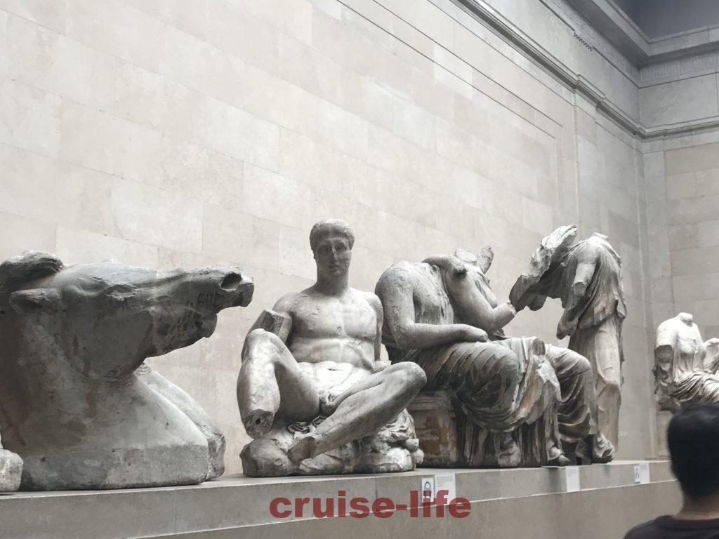 大英博物館に展示されている破風のレリーフ