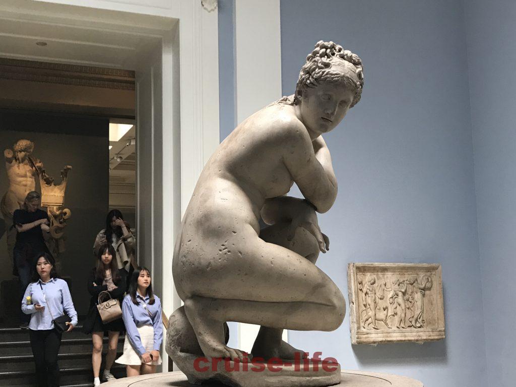 うずくまるアフロディテの像大英博物館