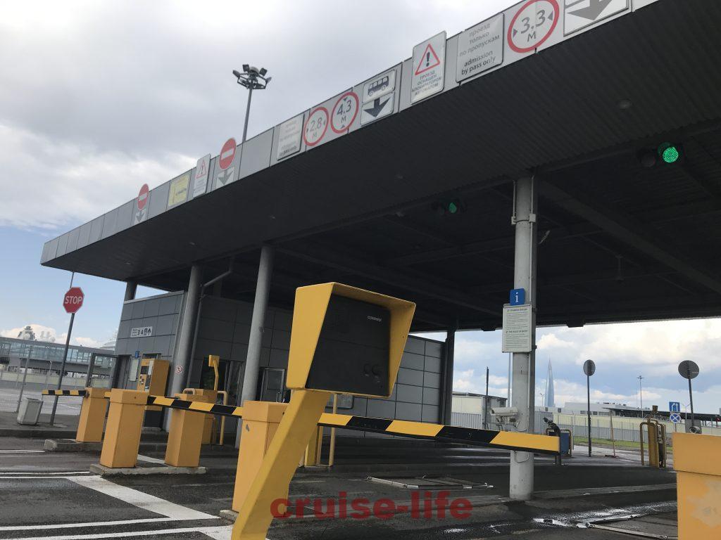 ロシアクルーズターミナルのゲート