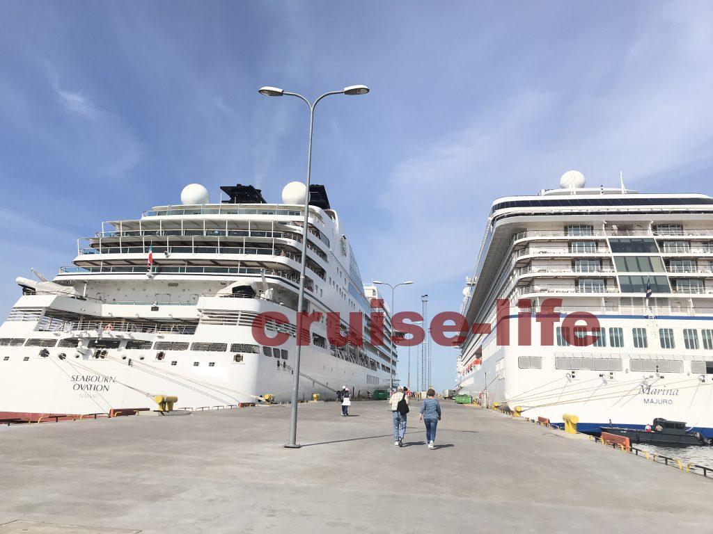 タリンに停泊する豪華客船
