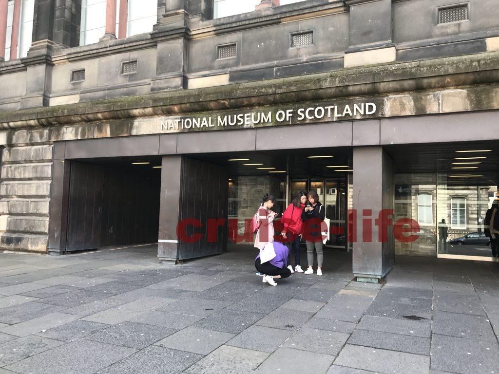 スコットランド国立博物館の正面玄関