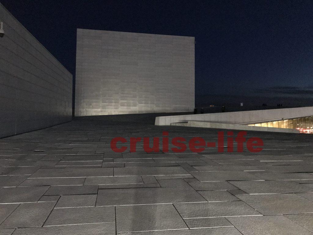 オスロのオペラハウス夜景