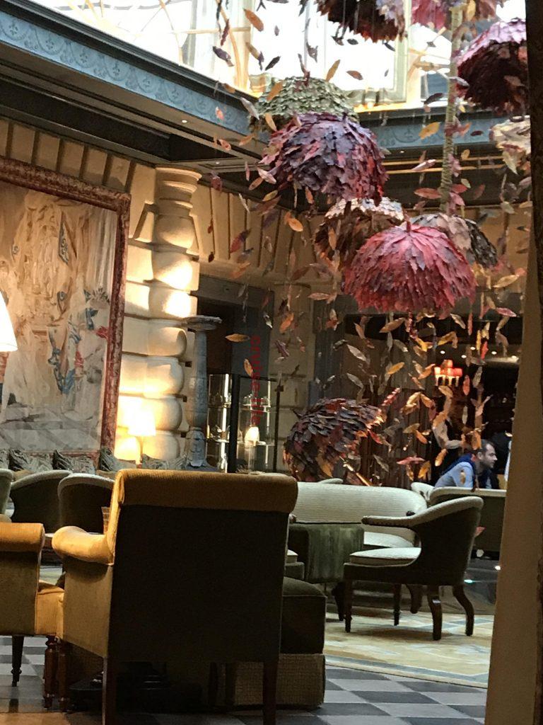 ホテルメトロポール内のロビー